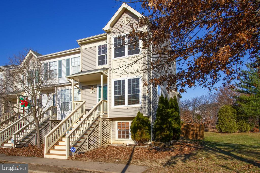 14210 AUTUMN CIRCLE CENTREVILLE, VA 20121 1005966081