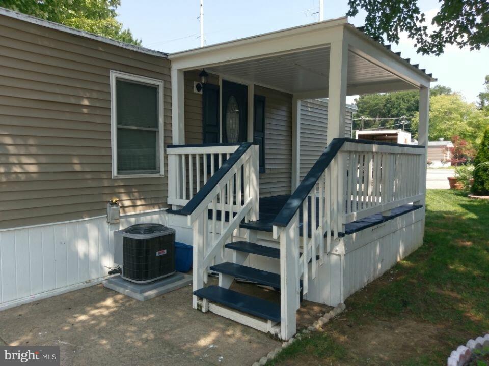 Completely renovated 3 br 2 full baths, mobile home in Alexandria. Convenient commuter location. Close by Ft Belvoir, 15 min to rt 95.