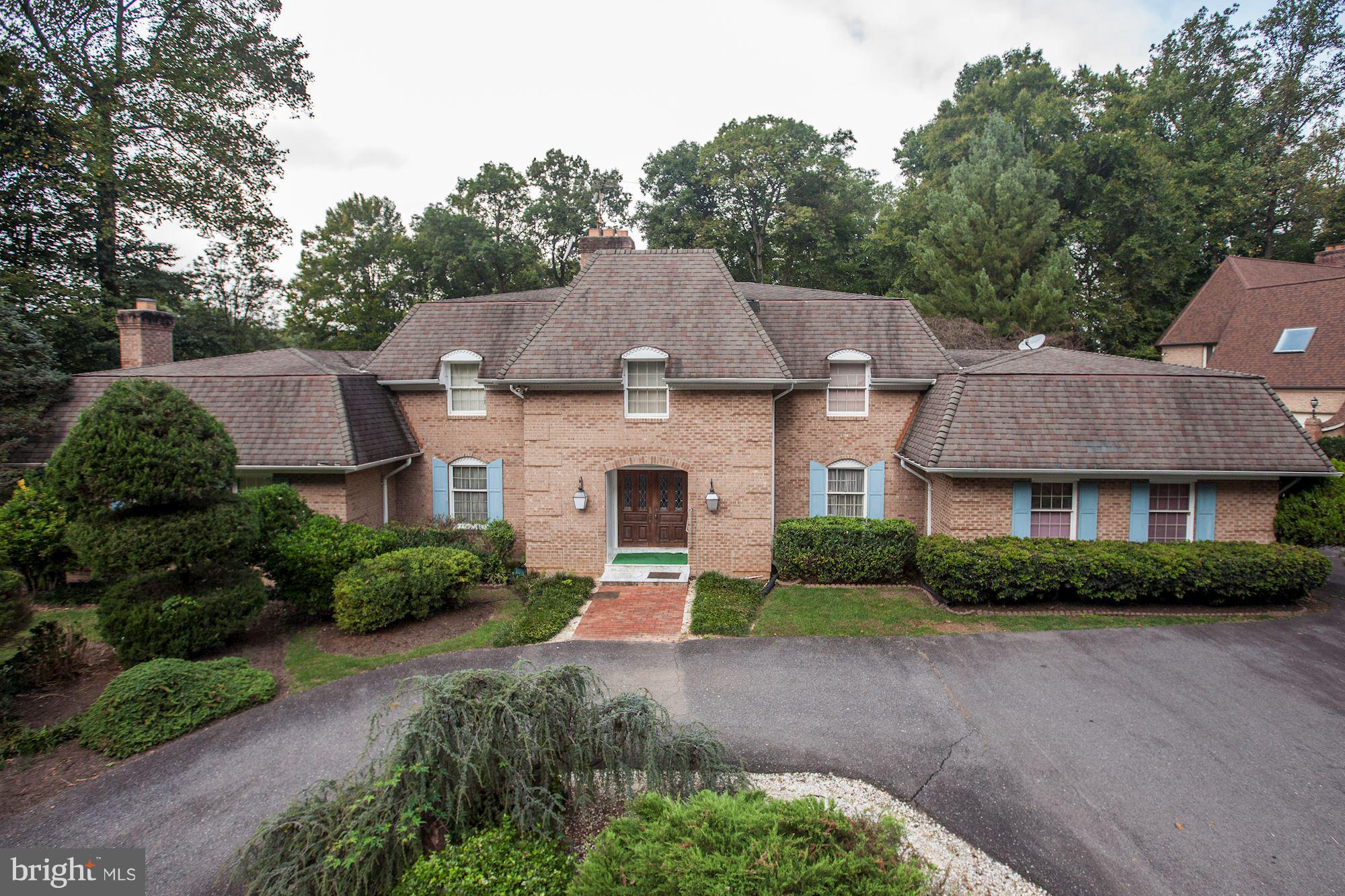 OPEN HOUSE SAT 11/17@1-3pm*RIVER OAKS-ALONG POTOMAC RIVER! LUXURY NEAR GREAT FALLS/LANGLEY IN MCLEAN! BRICK ESTATE ON 0.59 ACRE CORNER LOT. EQUITY IS HERE!! READY TO MAKE THIS HOME YOUR DREAM! EXPANSIVE FLOORPLAN-3 FINISHED LEVELS-WALKOUT BASEMENT-BRICK COURTYARD-3 FIREPLACES-ATTACHED GARAGE-CIRCULAR DRIVEWAY! 5 BED/5+ BATHS! BEST VALUE IN THE AREA-RENOVATE-FLIP-BUILD NEW! ENDLESS POTENTIAL*NO HOA