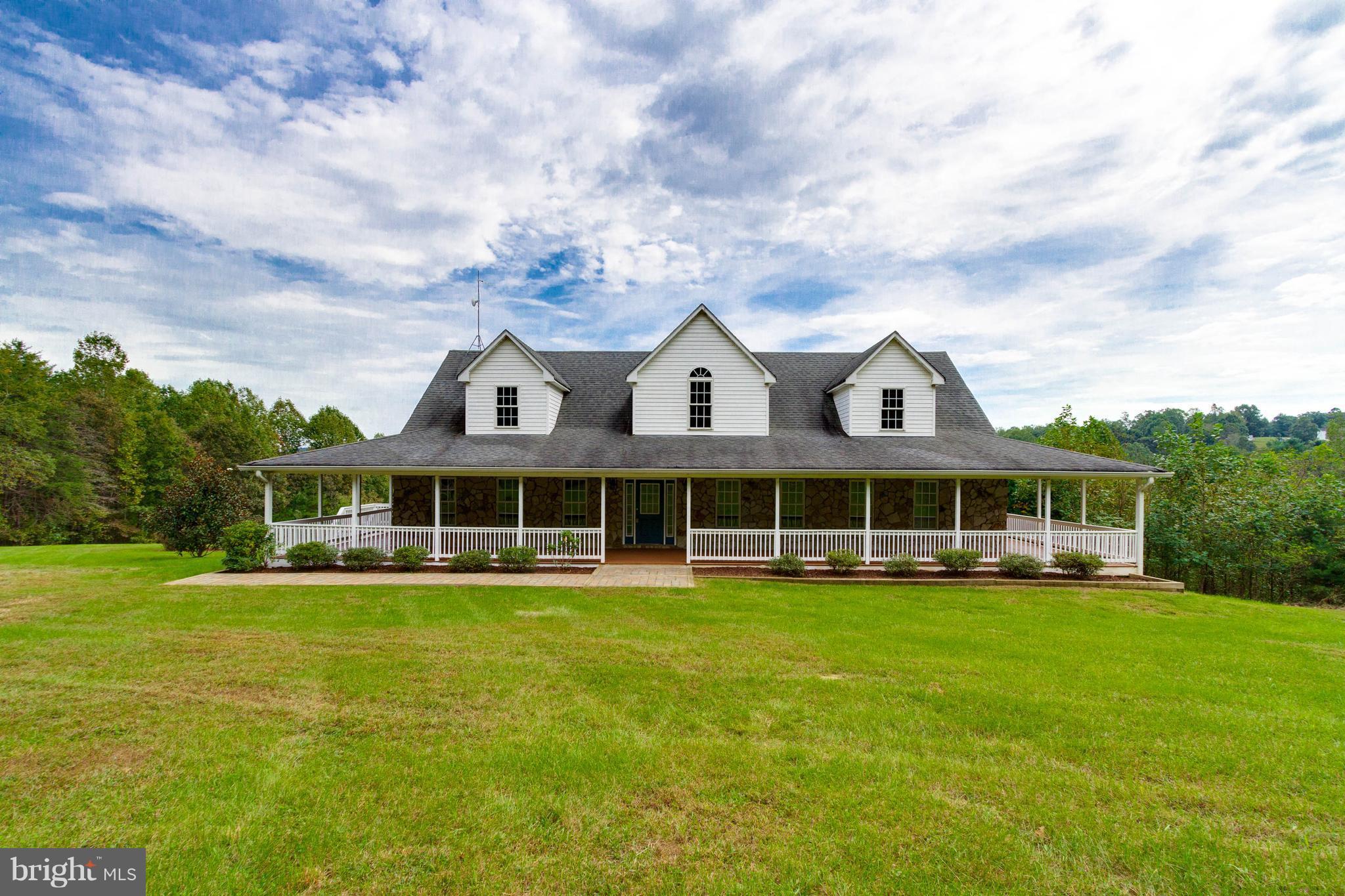 102 CHARLIES FARM LANE, CASTLETON, VA 22716