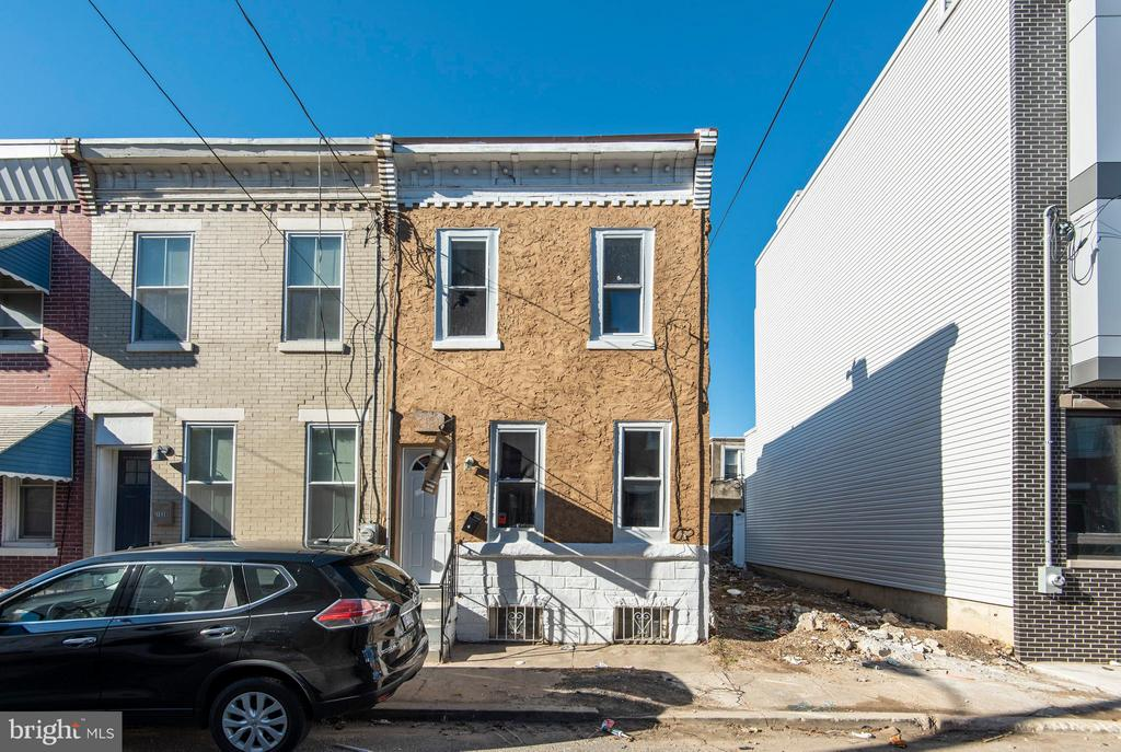 Amazing opportunity on a booming block in Point Breeze. This block has undergone a huge transformation and will only continue to do so. Perfect move in condition for an owner occupant or investor ready for an immediate tenant! New hardwood floors throughout, new neutral kitchen with sleek cabinetry and stainless steel appliances.