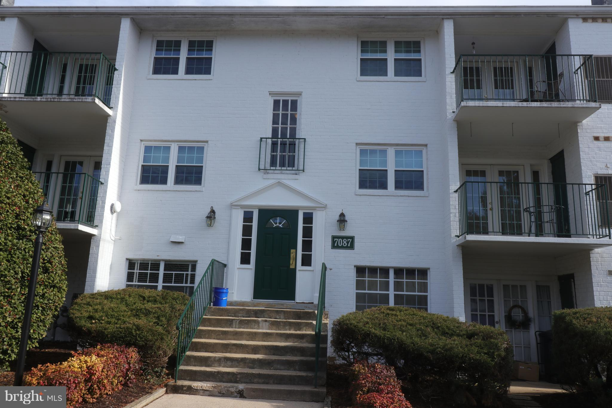 Very nice two bedroom one bath condo located in Springfield Spacious Master bedroom with walk in closet. Freshly painted and new carpeting. Minutes from Springfield Town Center and Franconia Metro. A MUST SEE!!!