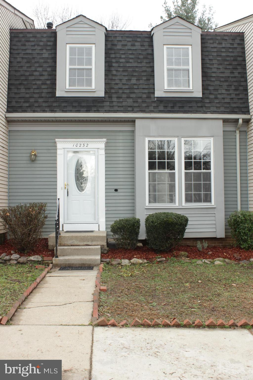 """Location"""" location"""" location"""" 3 level townhouse, 3 bedrooms, 3.5 baths, close to everything, Robinson school district, GMU, VRE,shopping's, and restaurants, updated throughout,laminated floor in living room and kitchen, new granite counter top, kitchen floor, appliances, pantry,freshly painted, master bedroom suite w/huge walking-in closet,finished walk-out basement w/large room, w/fireplace & full bathroom w/luxurious hot tub & closet, great deck & patio for entertaining family & friends.  don't miss out this opportunity, won't last long,  move-in condition."""