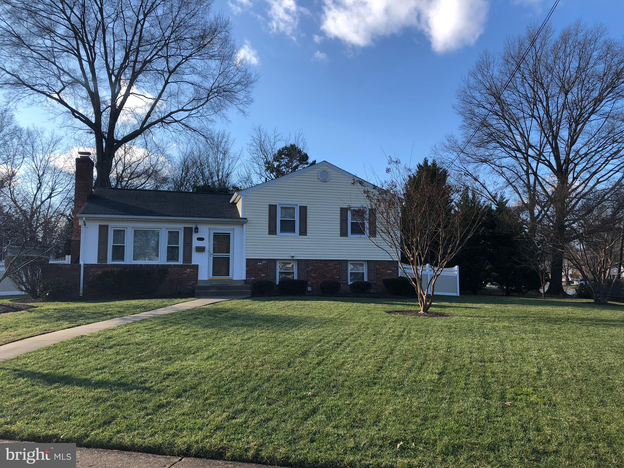 EXPANDED SARATOGA MODEL W/IN-LAW SUITE,4 BRS,3 BAS,FIREPLACE,HARDWOOD FLS!!WALK TO WAYNEWOOD SCHOOL!!NOTHING TO DO!!EASY COMMUTE TO PENTAGON,D.C.,BELVOIR & ALEX.
