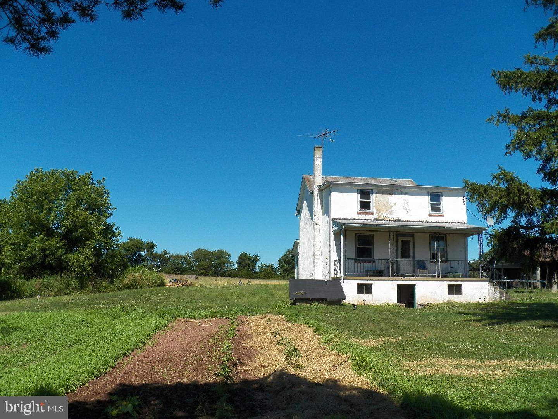 2282 WARNER SCHOOL ROAD, EAST GREENVILLE, PA 18041