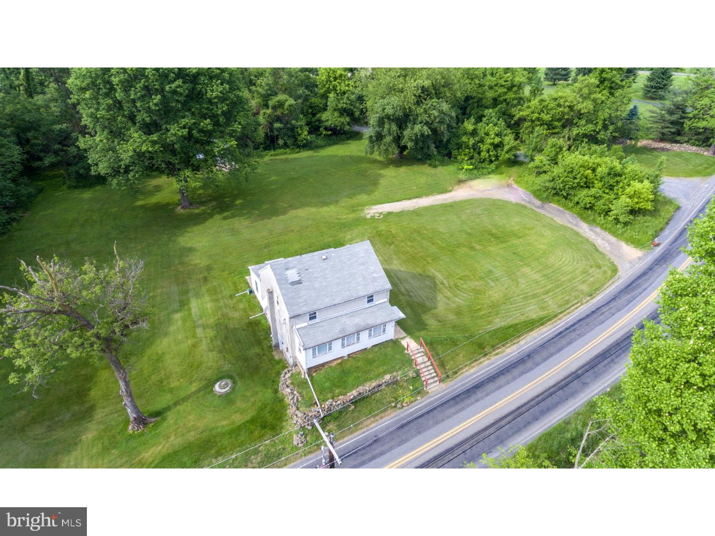 2533 APPLEBUTTER ROAD, LOWER SAUCON TWP, PA 18055