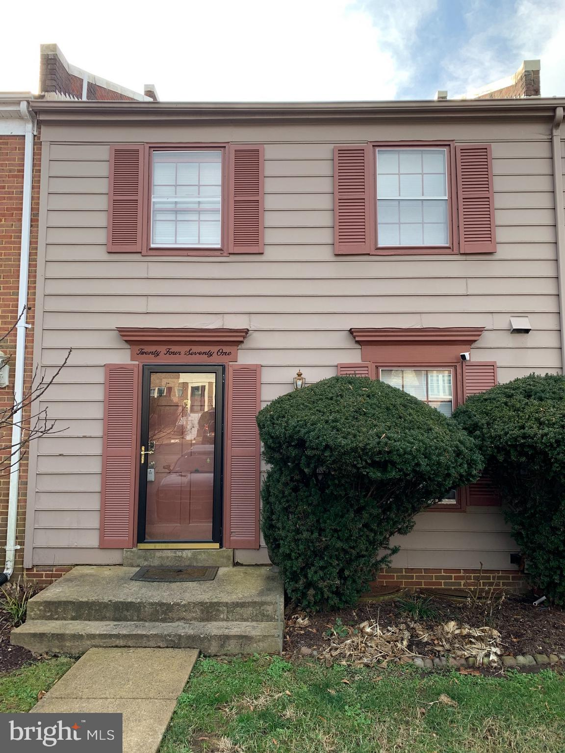 3 bedroom 2.5 bath interior townhome in coveted Mt. Vernon Square.  Home being sold AS IS.  Basement fully finished, HVAC & Water heater 2 years old. Needs some love, good bones, excellent location convenient to 495, Reagan,  DC 20 min from DC and Arlington, 15 Min to Fort Belvoir.