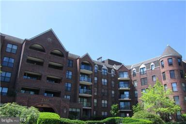 One Bedroom Condo with enclosed balcony in sought after Arlington's Court House area.  Perfect location with easy access to DC or Crystal City by Metro, car or biking.  Walk-in closet. Washer/Dryer in unit.  One parking space  in attached garage and one extra storage bin with unit.  Overlooks tennis court and swimming pool.  Building amenities include: Outdoor pool, exercise room with sauna, clubhouse, library, tennis court, and picnic/grilling area,  Nearby metro and numerous trails for biking/running.  Easy access off Lee Highway.  One year Buyer Home Warranty.