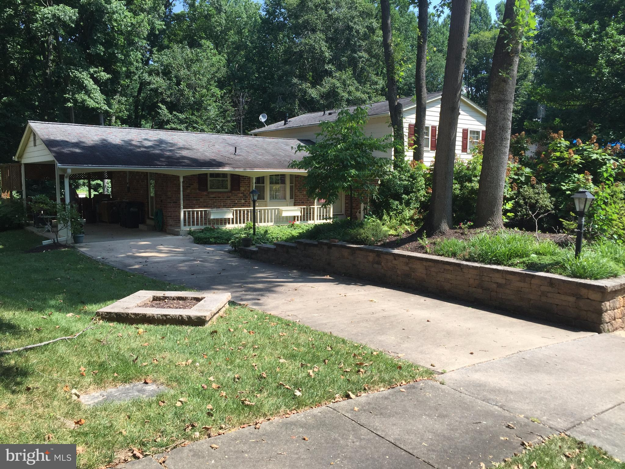 Spacious split level in Orange Hunt. Walk through the woods to Orange Hunt Pool and Tennis Club. Great backyard, perfect for the kids. All bathrooms have been remodeled. Owner installing brand new kitchen appliances. Freshly painted and carpets cleaned. Ready for you!
