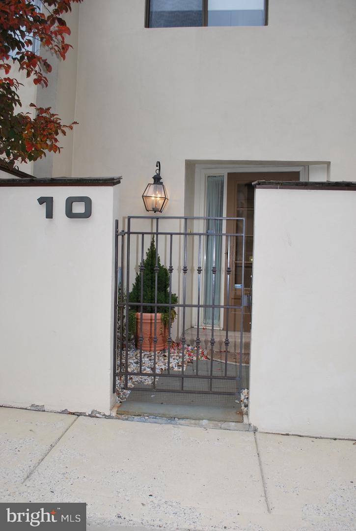 100 Llanalew Road #10B Haverford , PA 19041