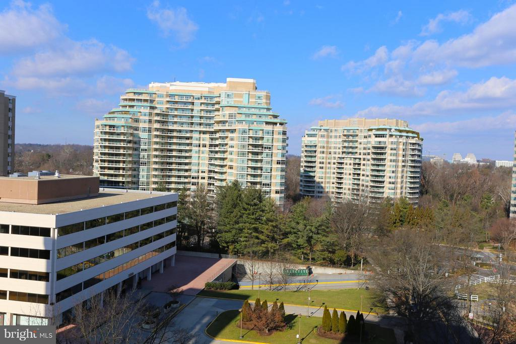 4515 Willard Ave #615s, Chevy Chase, MD 20815