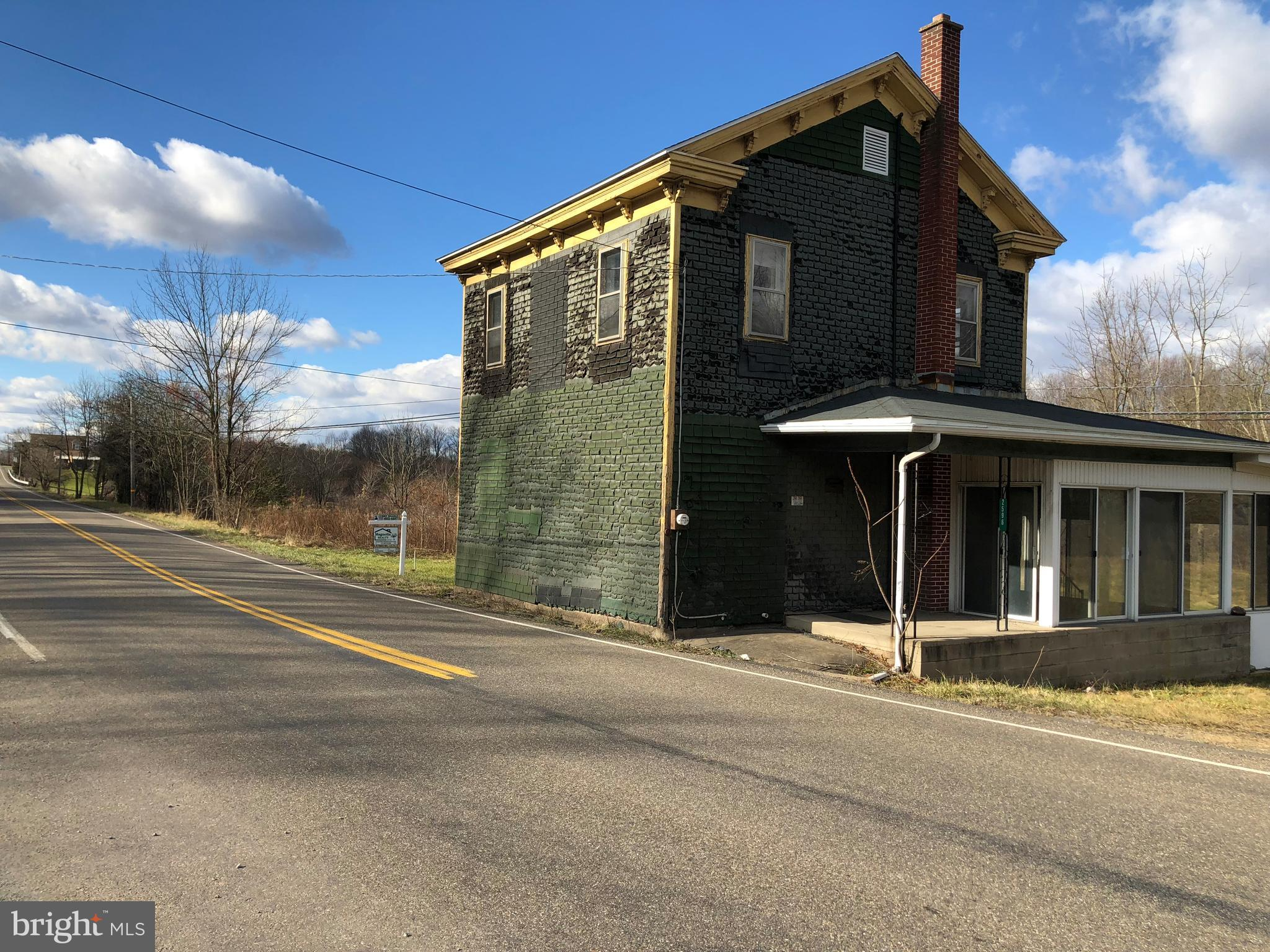 2596 W MAIN STREET, SPRING GLEN, PA 17978