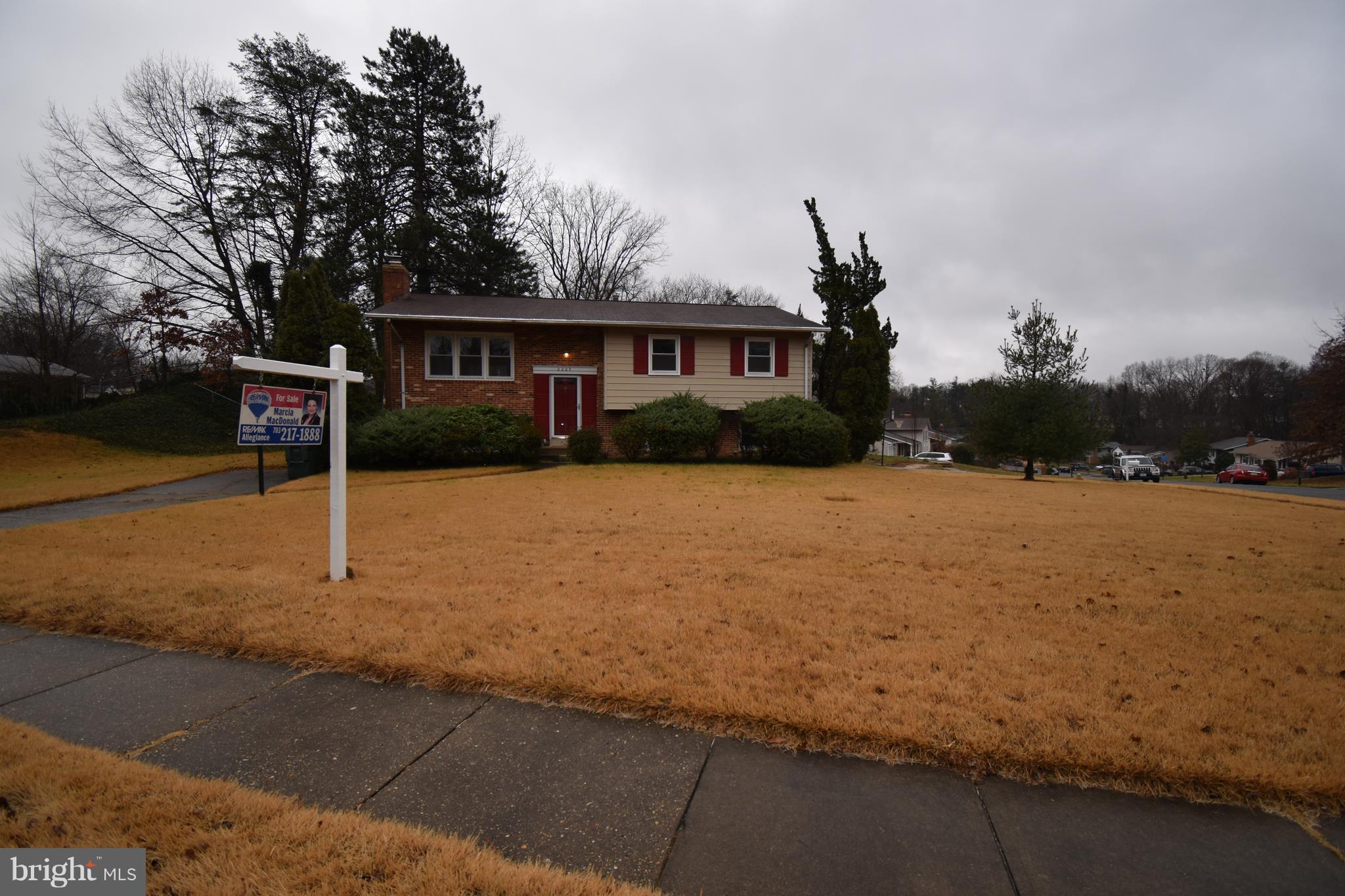 Move in Condition ! Refinished Hardwood Floors & Freshly Painted ! Master Bedroom w/Full Bath ! Large Lower Level Family Room w/Raised Brick Hearth Fireplace ! Lower Level 4th Bedroom & Full Bath ! Deck off the Dining Room Great for Barbeques ! Hurry !