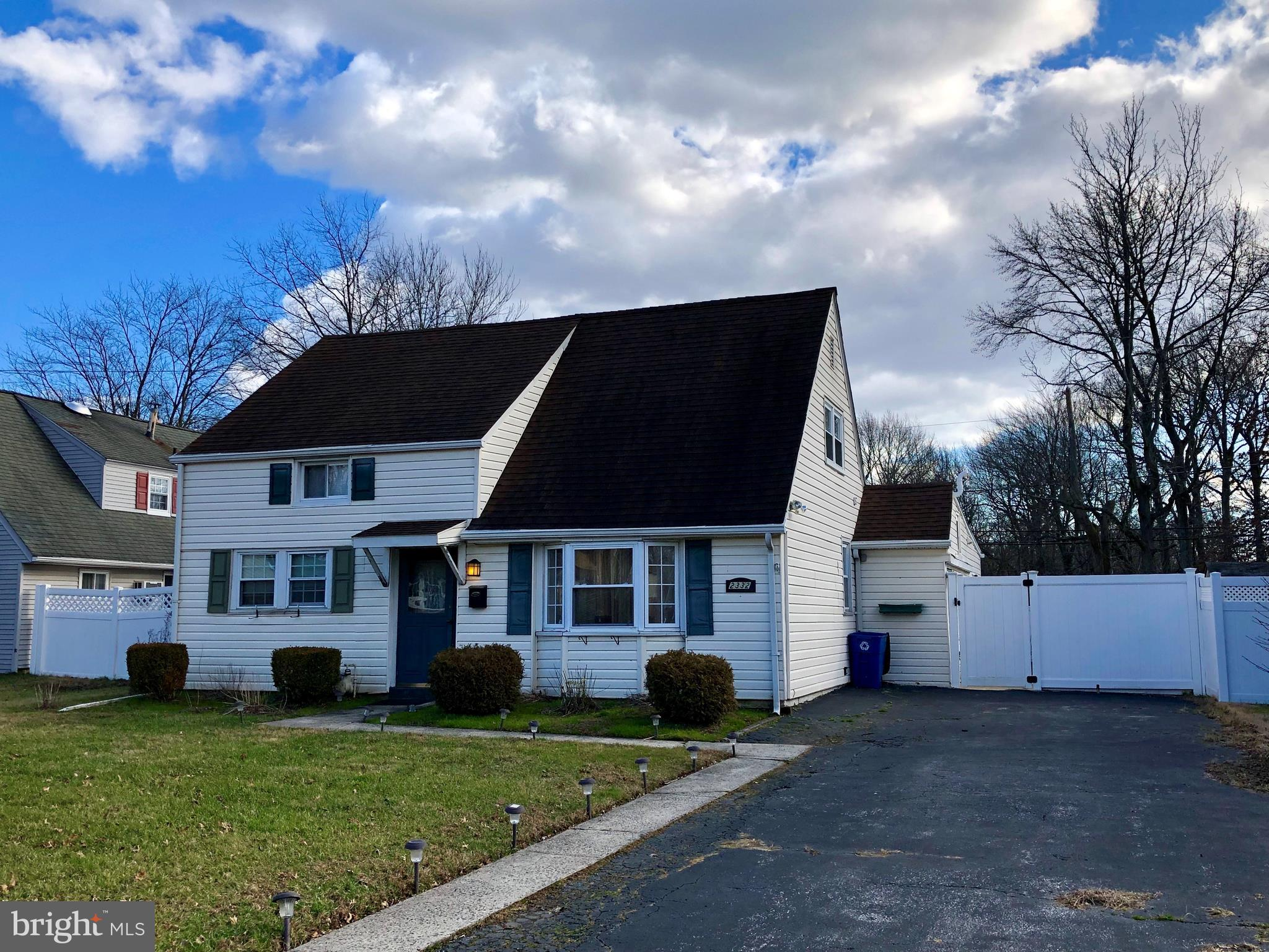 2332 ARMSTRONG AVENUE, HOLMES, PA 19043
