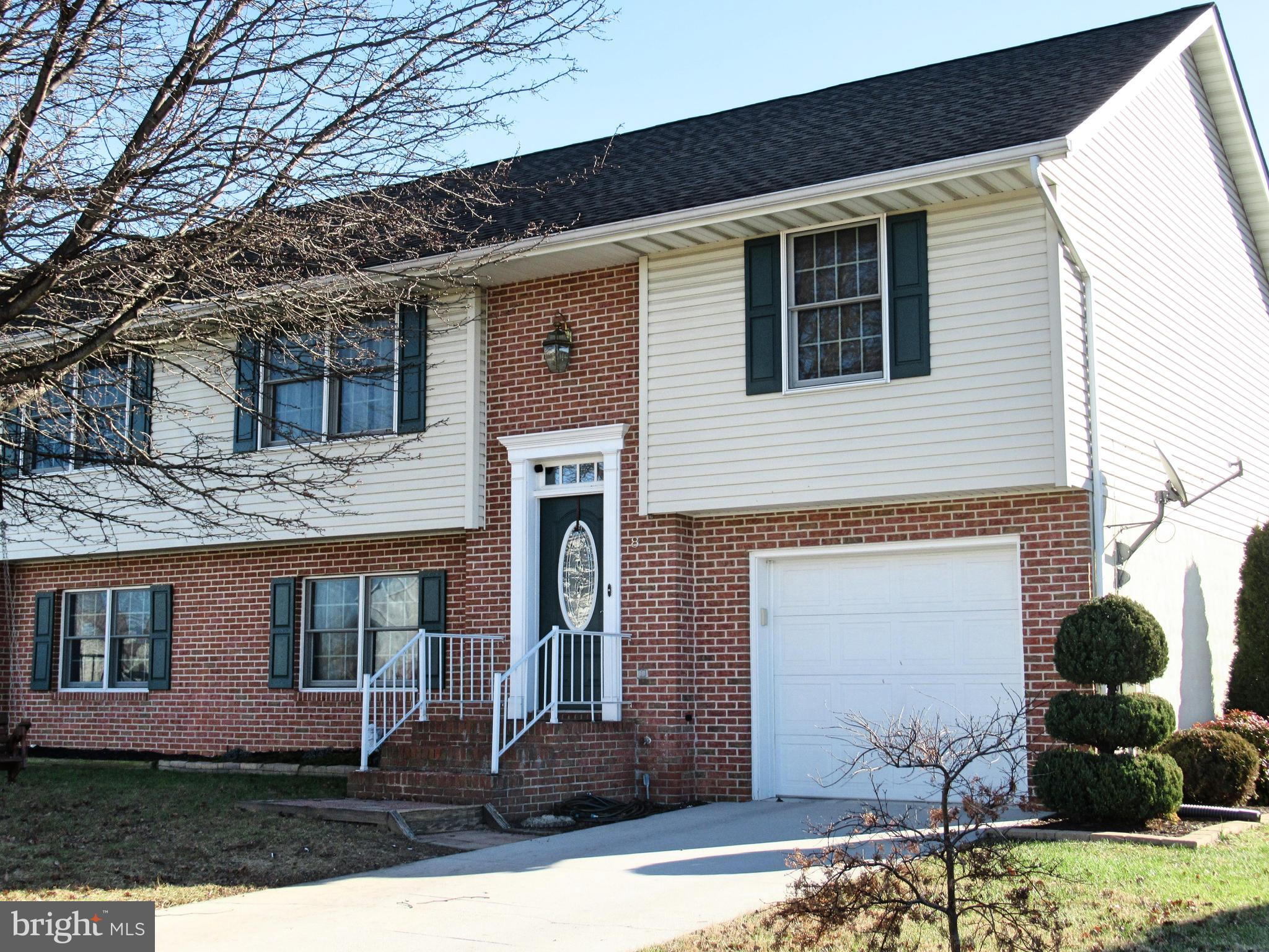 8 SQUIRE CIRCLE, MCSHERRYSTOWN, PA 17344
