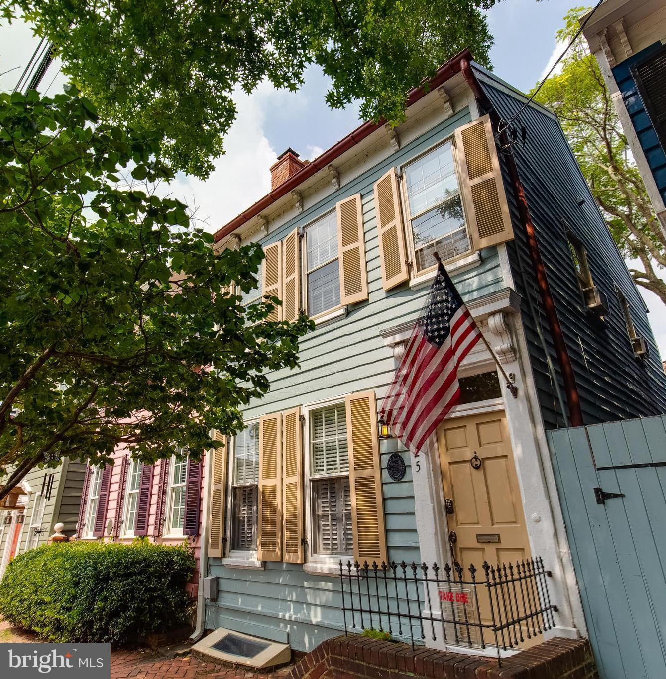 Historic row house in the heart of Old Town.  The  original heart pine floors, fireplace, and  exposed brick reflect  the character of the home.  A beautifully renovated kitchen with farm sink and tile backsplash as well as a gorgeous spa-like master bath bring it into the 21st century.  Enjoy some warm cider around a fire-pit in the  large,  bricked courtyard urrounded by mature trees and access to street.  The custom whiskey bar on the lower level is also a  wonderful gathering place. Just a short walk to all the shops and restaurants, waterfront, metro, and all that Old Town has to offer.***Check out the 3D tour of this home!