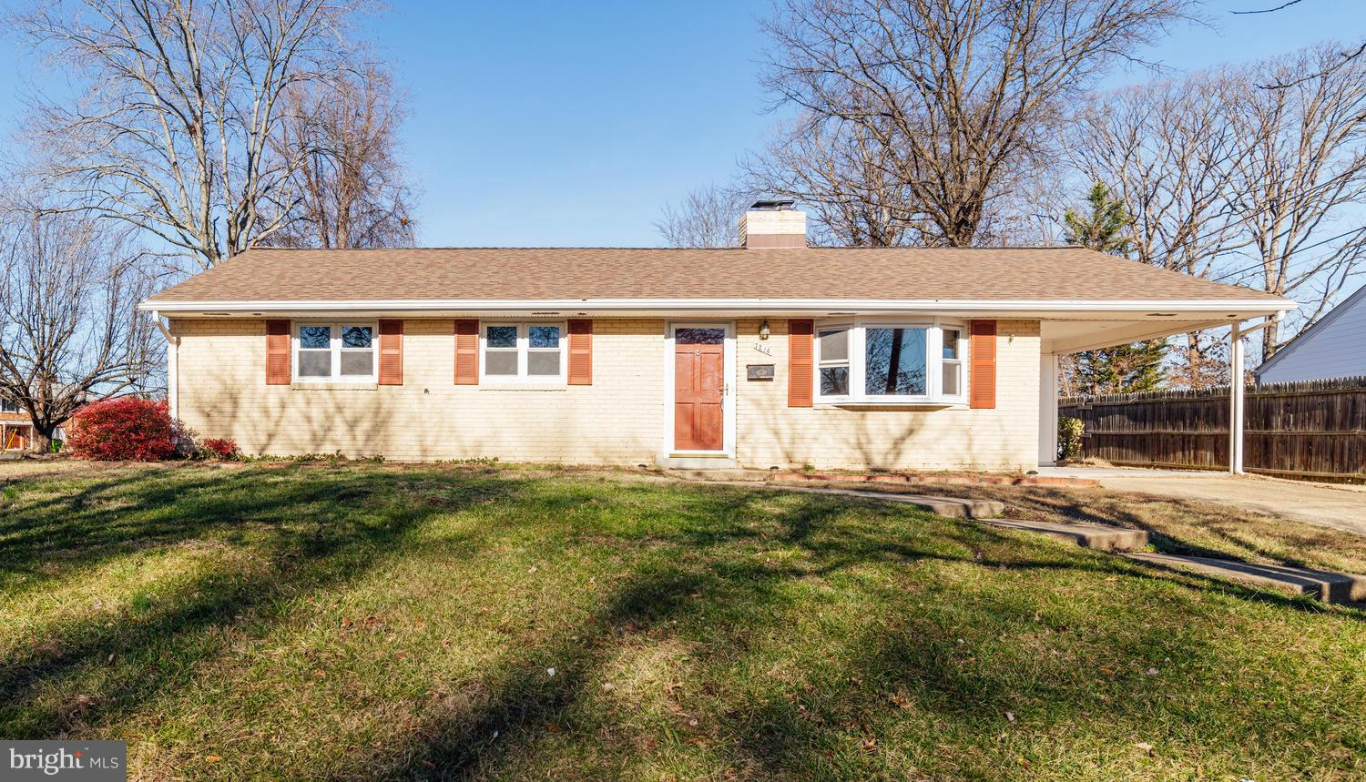 **OPEN HOUSE SUN. 1/20 FROM 1-4 PM** SINGLE-LEVEL LIVING AT IT'S FINEST! TOO MANY UPGRADES TO LIST. HARDWOOD FLOORS & FRESH PAINT THROUGHOUT,  GOURMET KITCHEN W/ GRANITE, STAINLESS, & MAPLE CABINETS. ALL 3 FULL BATHS RENOVATED. ROOF/WINDOWS/DOORS ALL RECENTLY REPLACED.  FULLY FENCED BACKYARD W/ NEW PATIO.