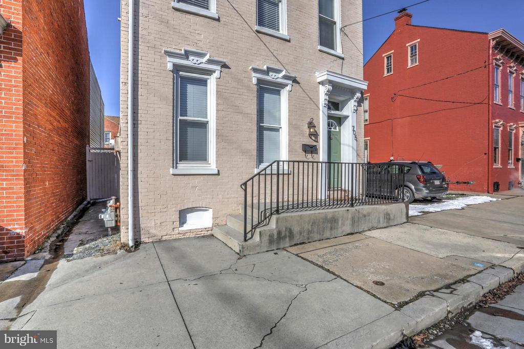 705 WALNUT STREET