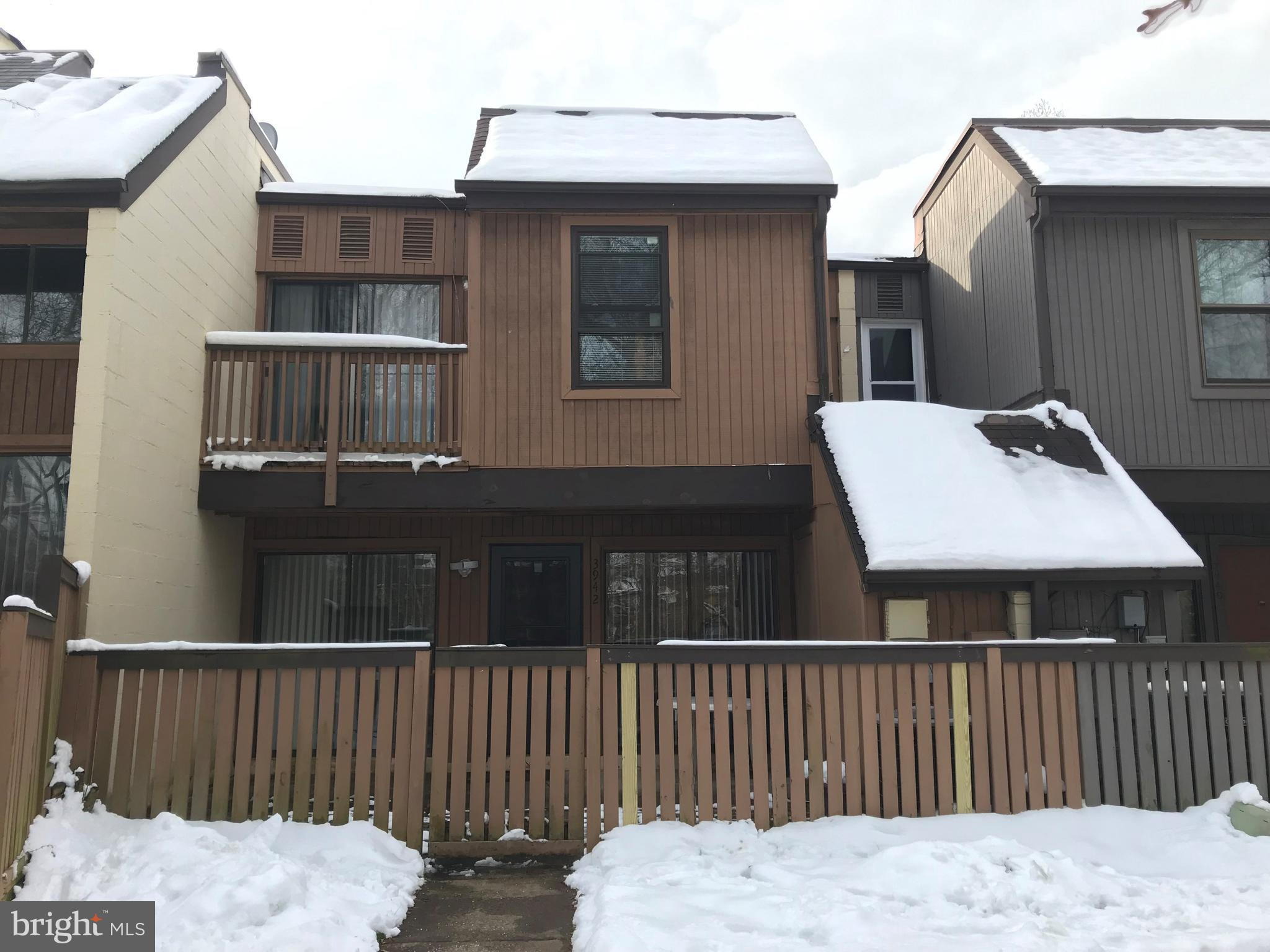 Renovated 2 level condo, great conditions, all modern stainless steel appliances, open floor plan.  2 sliding doors to private fenced-in  terrace facing woods.  Recess lighting, breaksfast bar, deck off master bedroom, washer and dryer in-unit.  Pets welcome, no restrictions.  This one is a must see!