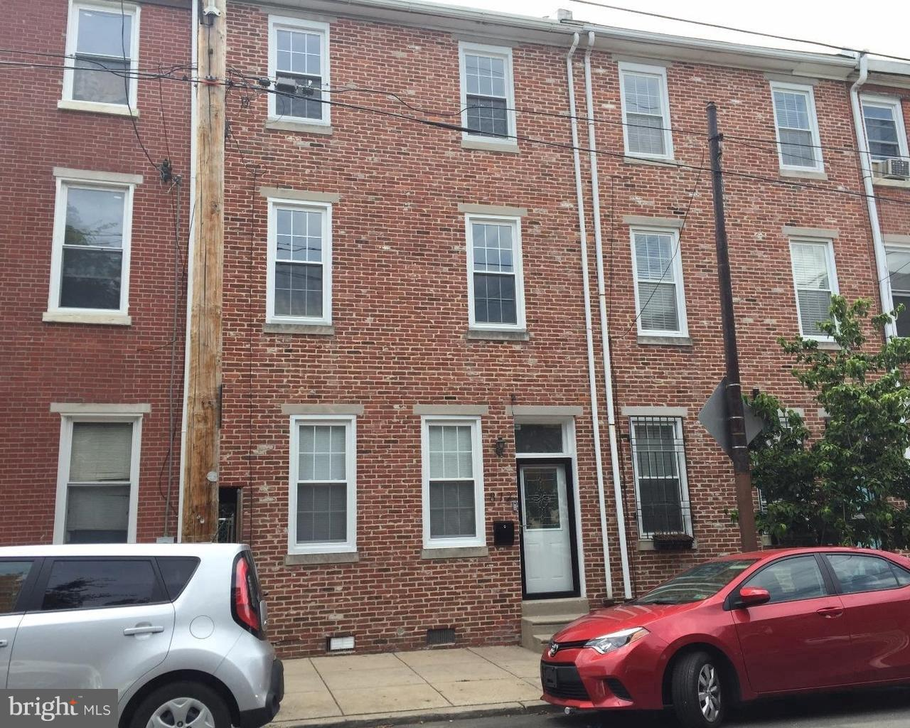 872 N 4TH Street Philadelphia, PA 19123