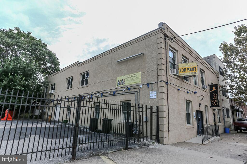 Are you looking for RENOVATED office space, just off South Broad St?  In the heart of S. Philadelphia?3/4 separate rooms, central air, +gated parking available for an additional fee.