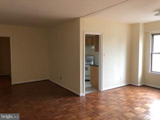 Ideally located, 2 blocks to Metro, Rock Creek and shops in Georgetown. LARGE 1 BEDROOM. 1 Ba with lots of closets.  Entry foyer, open liv/din.  Large bedroom, tub bathroom. 24 hr. front desk, roof deck, laundry facility, bike area.  Wood floors throughout.  CATS only. $75  app fee per person.  Move in fee $350