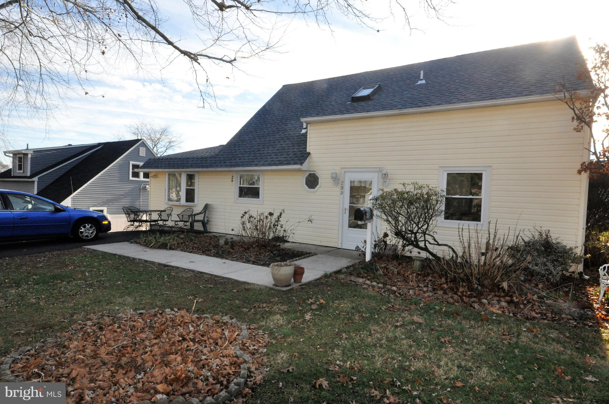 299 HOLLY DRIVE, LEVITTOWN, PA 19055