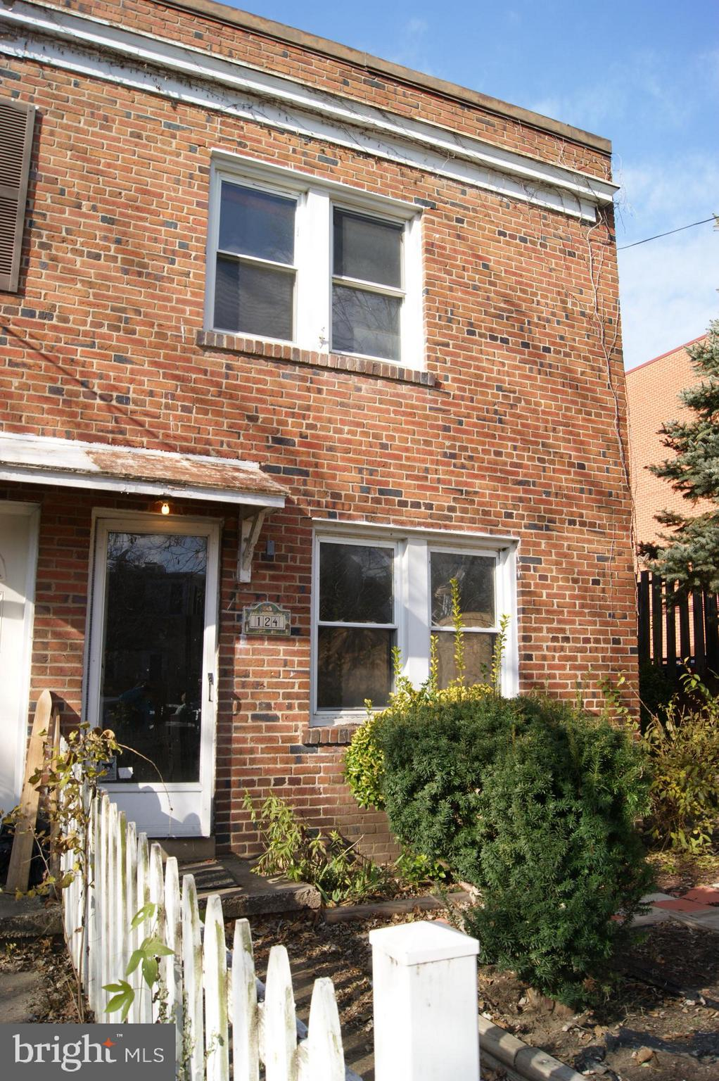 """Investor opportunity!  End unit row home w/extra wide yard  on dead end street ... just a quick walk  to King Street Metro, and shops and restaurants.    Sold  strictly """"AS IS"""", needs a lot of work but the upside potential is huge!  A perfect blank canvas for your imagination.   Cash only, will not qualify for financing.  Perfect opportunity to renovate and resell."""
