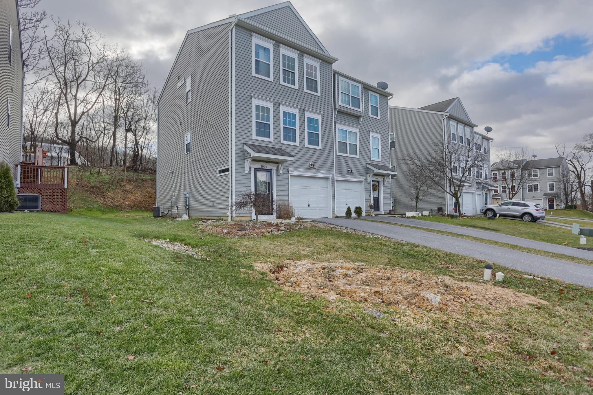 1007 HIGHVIEW COURT, TEMPLE, PA 19560