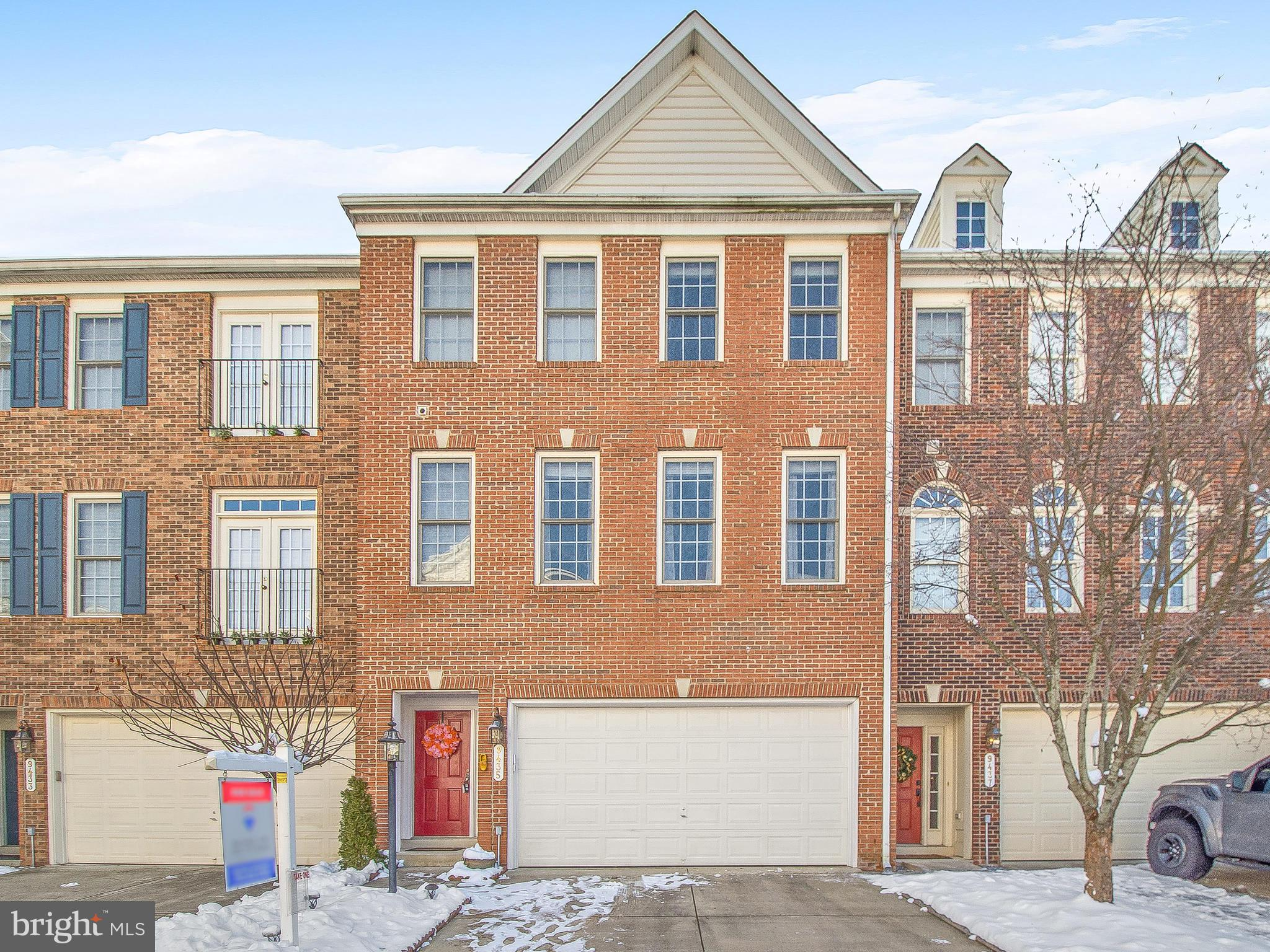 ***2,376 sq ***G-R-E-A-T LOCATION:PREMIUM BACKING TREE LINE VIEW AND NEXT TO GUEST PARKING ****OPEN FLOOR PLAN  *** OWNER'S  RECENT UPG. APPROX. $28,000 *** UPDATED CHERRY WOOD WOOD FLOORS MAIN LVL AND STAIRS/WOOD FLOORS TOP LEVEL ***REF.(2016).OVEN & RANGE (2015)/DISHWASHER(1 YR OLD) *** CERAMIC FLOORS IN BASEMENT *** UPG. LIGHT FIXTURES, UPDATED DECK, MAPLE CABINETS, CORIAN COUNTER TOPS, CUSTOM BACK SPLASHES IN KITCHEN** HIGH CEILINGS, FIREPLACE.
