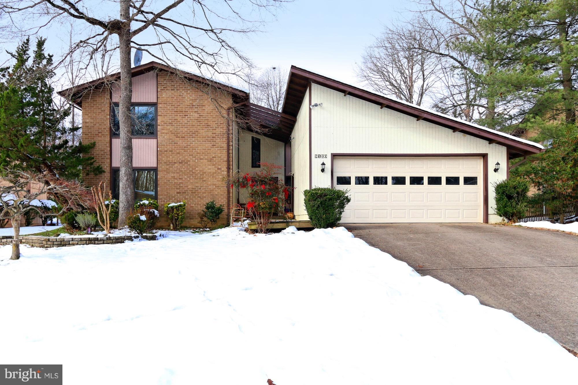 Showing on 1/19 and 1/20 only (11:30am -4:30pm). Inviting contemporary spacious  home with 4 Beds, 3 baths in sought after Signal Hill. New windows and sliding doors throughout (2017). Hardwood floors. Eat-in Kitchen and Family room combo with newer SS appliances and granite top. Cozy Family room with gas fireplace. Main level bedroom with full bath. Master suite with bath, walk-in closet  and private balcony. Sliding glass door to Deck. Gas Heat! Walk to Lake Braddock secondary school, Kings Park Library and Shopping center. Excellent commuter location with easy access to Braddock road, FFX County Pkwy, 495& 95. Bring Offers!