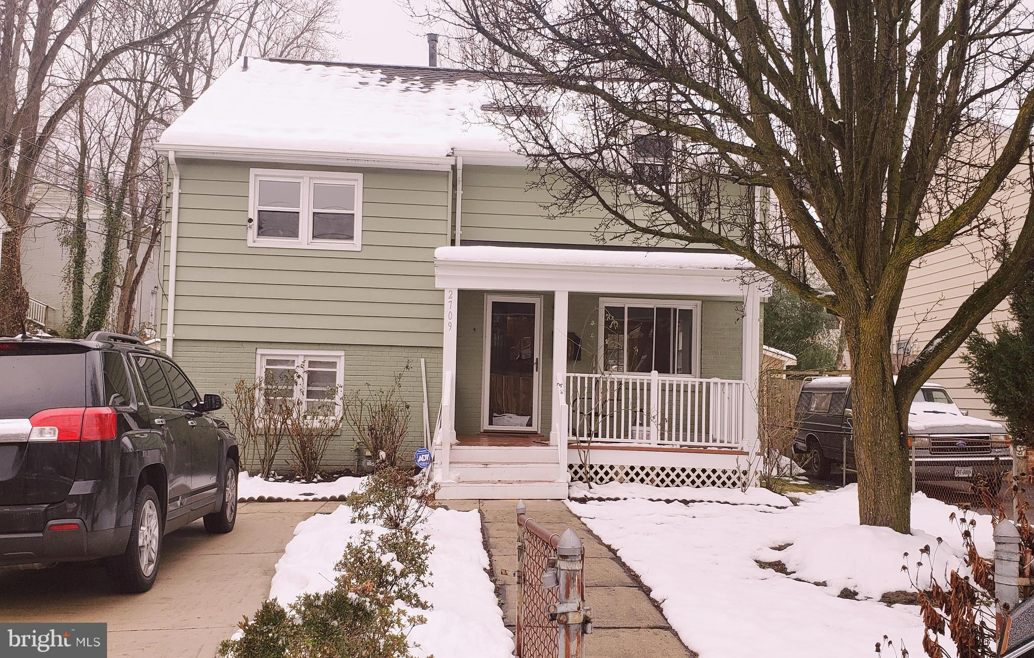 Recently remodeled, 5 BR, 3.5 BA with huge back yard and tree-shaded front yard. Off-street parking.   Close to bus lines, Metro, Rt 1 and Rt 495.  Shop at Beacon Mall, Belle View Shopping Center, and Old Town Alexandria.