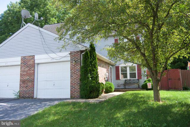 Photo of 255 S 4th Street, Womelsdorf PA