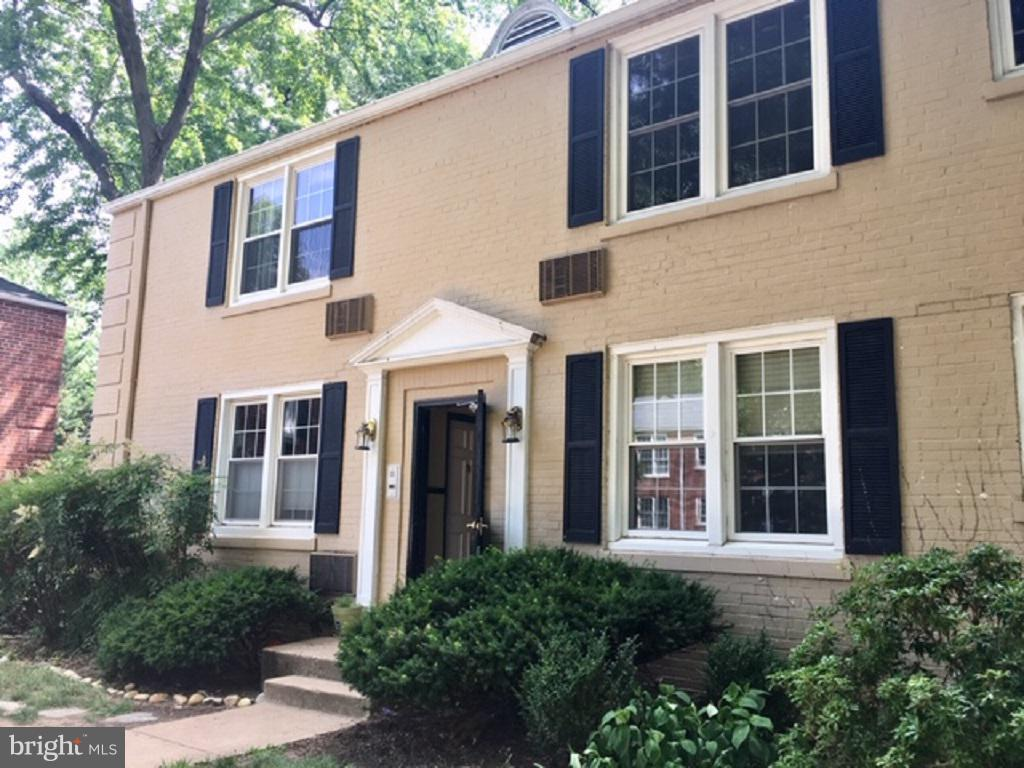 This perfectly located corner unit is move-in ready with hardwood flooring, updated kitchen and bath, walk-in closet, lots of natural light. Condo fee includes heat and water. Bike share on property, near W&OD bike trail, 15 minute walk to Ballston or Virginia Square metro, several bus lines (Pentagon, Tysons, Roslyn all stop within 2 blocks of the condo), close to Rt 50 and Rt 66.