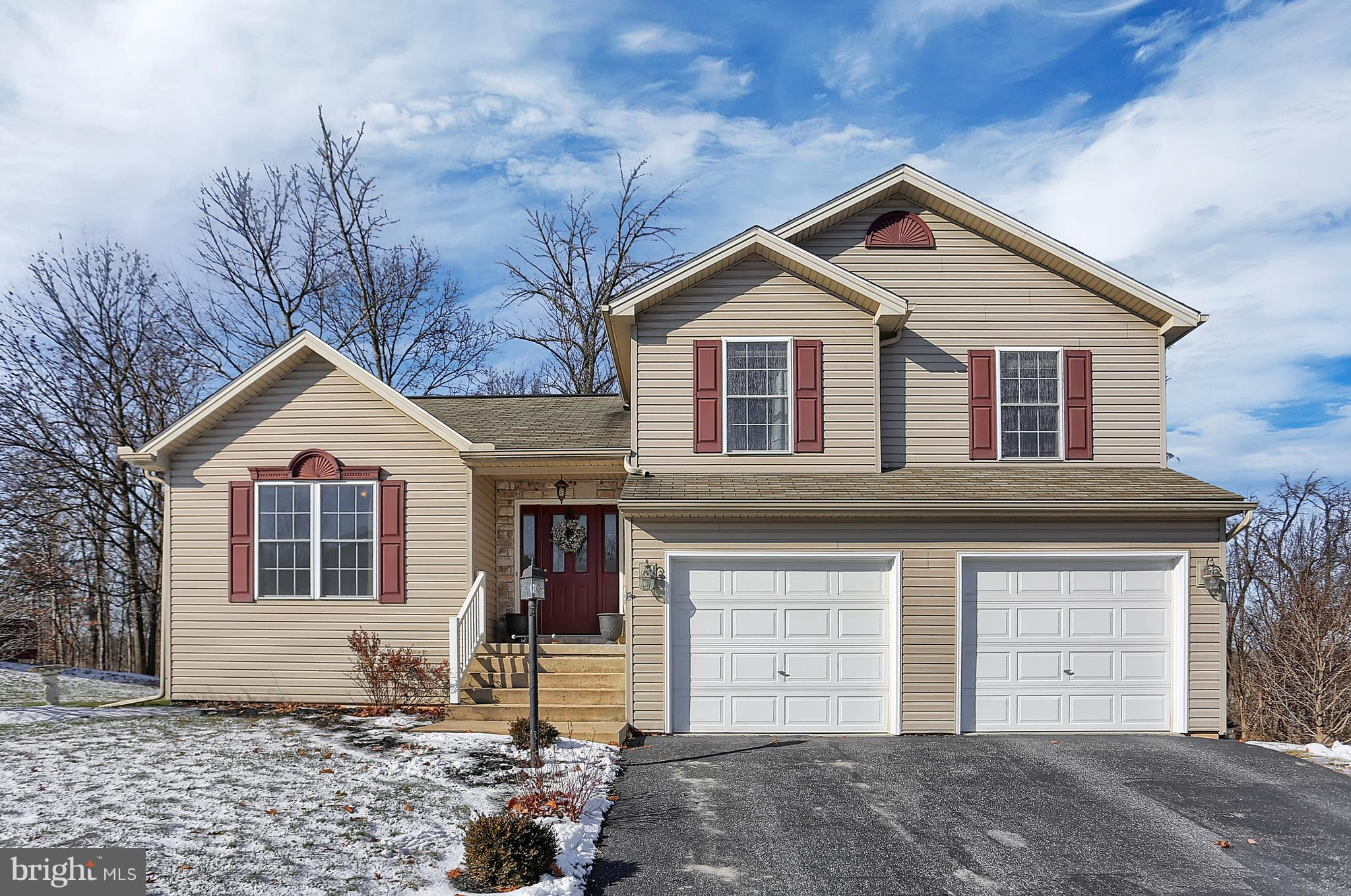 20 BITTERSWEET LANE, ETTERS, PA 17319