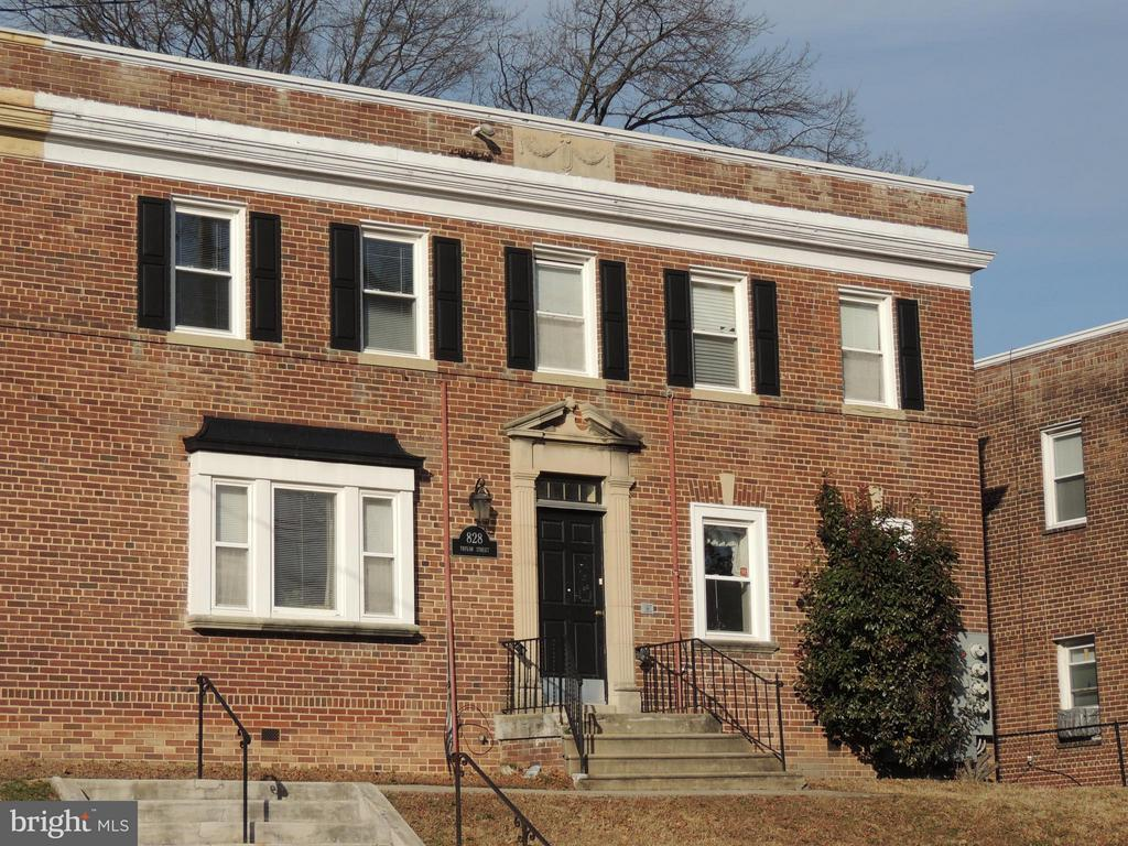 location!  location! location!,  Nice 1 bedroom apartment  in the heart of Brookland!  Bus stop out front, walking distance to Subway and much more.