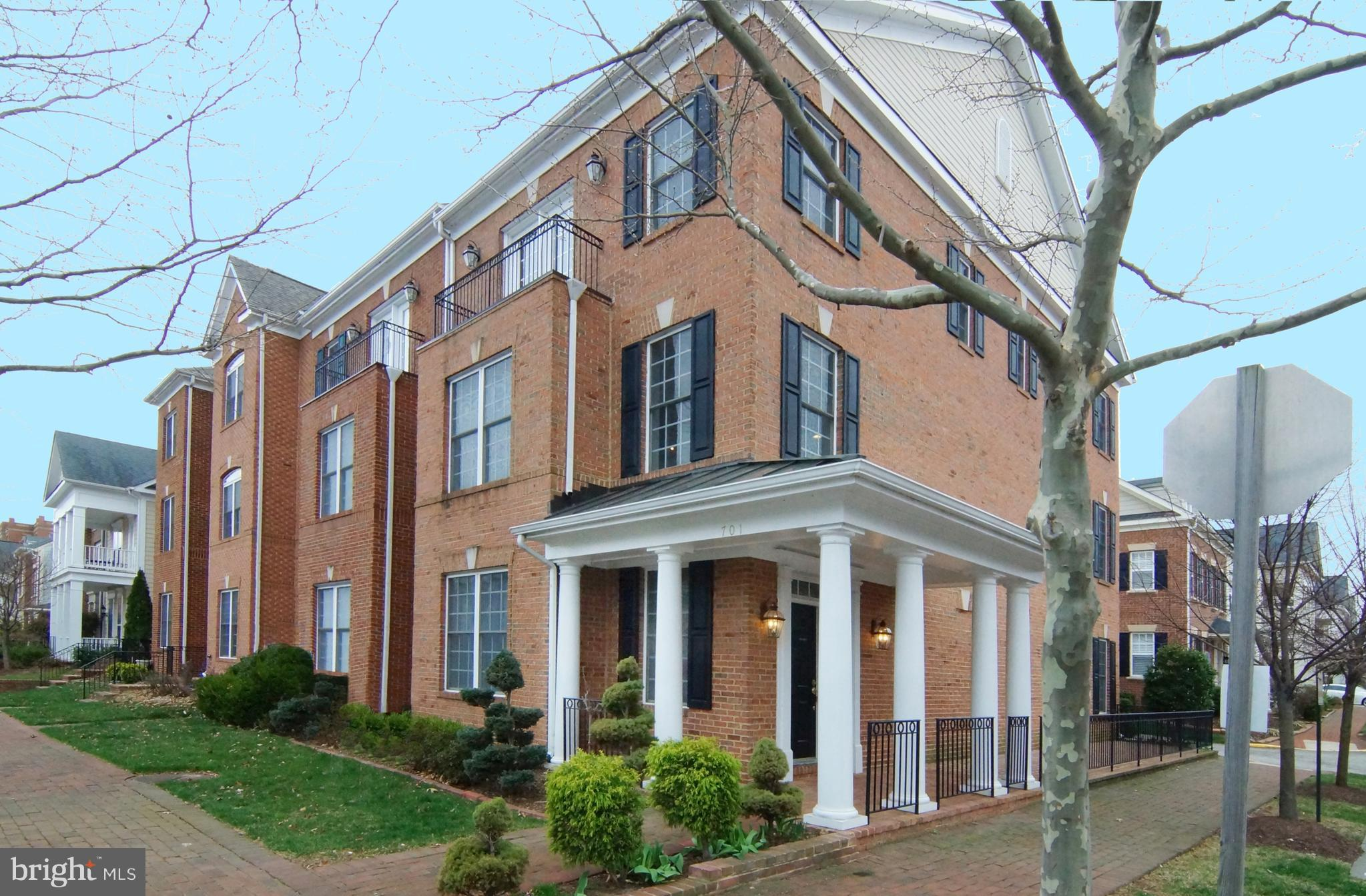2600 sq.ft. of well appointed end luxury town home in Belmont Bay, a water community on the Occoquan River in NE Prince William County.  Great location and well kept property is a great location for commuting, plus a wonderful, quiet  community with plenty of opportunities for active living.