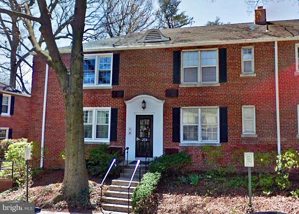 walk to Ballston metro, great location.  New wood floor new kitchen new paint, close to Laundry room. available now.