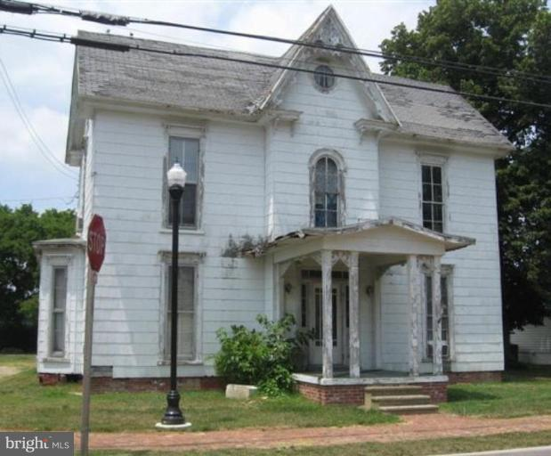 Grand Old Victorian home - fabulous woodwork. Large double corner lot. Roughed-in plumbing for first floor bath (5'11 x 10'5). Property is in the East New Market Historic District.