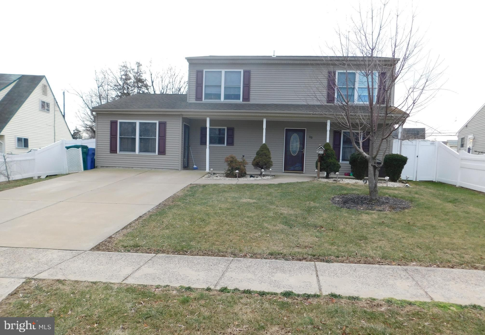 33 REDBROOK LANE, LEVITTOWN, PA 19055