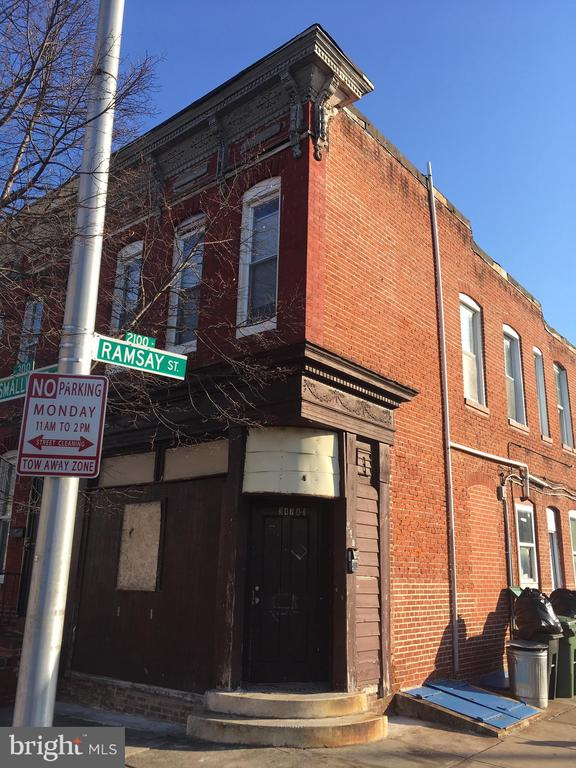 Investor opportunity, instant profit!.. 2 residential  units, 1 mixed use space. Both residential units already  occupied!