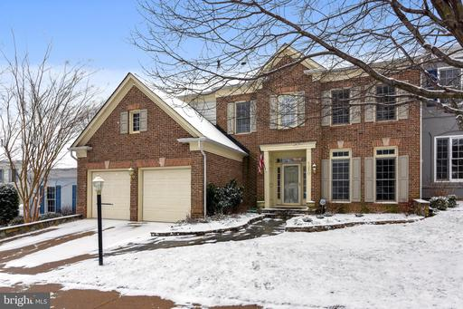 5250 Winter View Dr