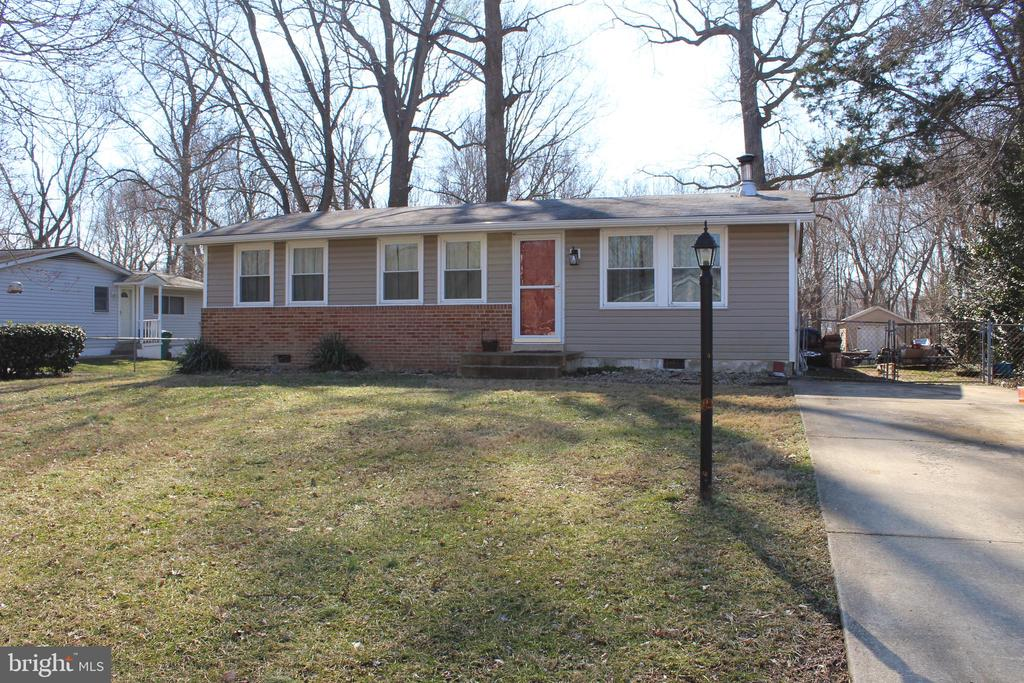 Great Rambler w/ 3 bed and 1 bath one level living.  Lots of space in the back yard. Close to 301 and easy commute.  Why Rent when you can own! ******* Eligible for USDA****.  Don't wait