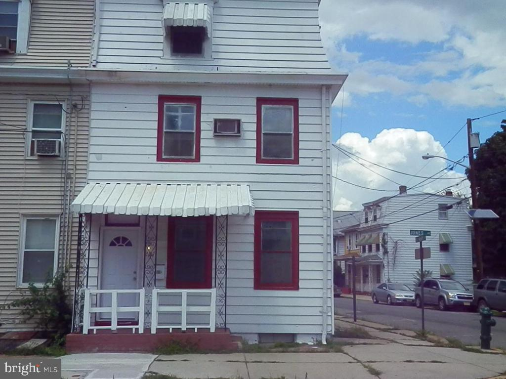 19020 6 Bedroom Home For Sale