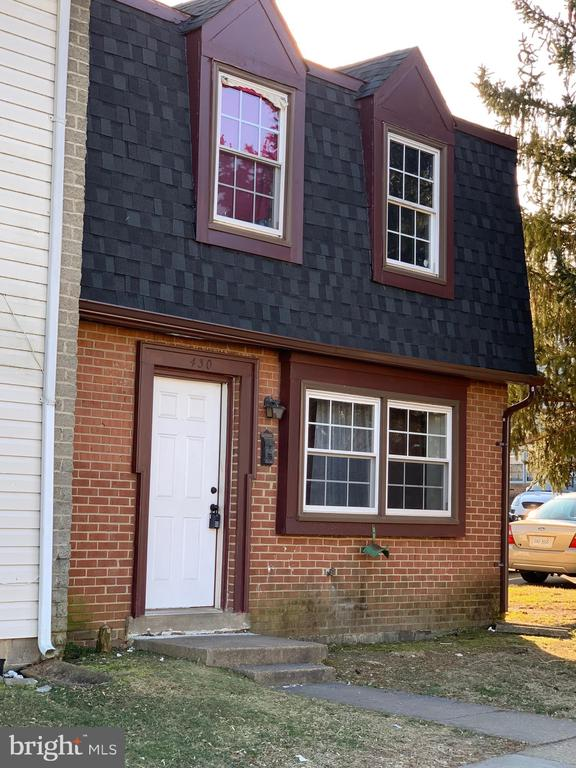 2 LVLS HOME ALL BACK SIDING HAS JUST BEEN REPLACED.CONVENIENTLY LOCATED CLOSE TO SHOPPING, I95 AND ROUTE ONE.******AGENTS PLEASE BE SURE TO TURN OFF THE LIGHTS BEFORE LEAVING THE PREMISES******* VERY NICE TENANT.