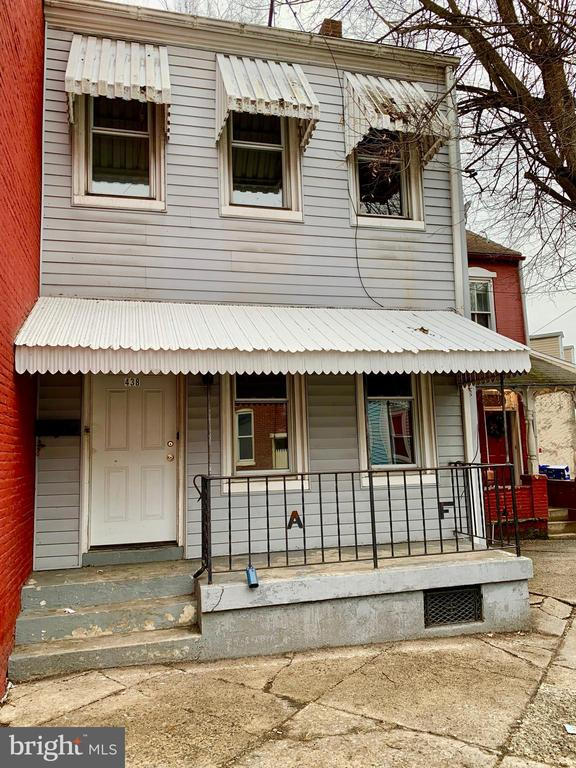 Freshly renovated 4 bedroom property in Lancaster City. New paint, flooring, replacement tilt windows and 200 amp electrical panel. Perfect for owner occupied or investors! Easy to show