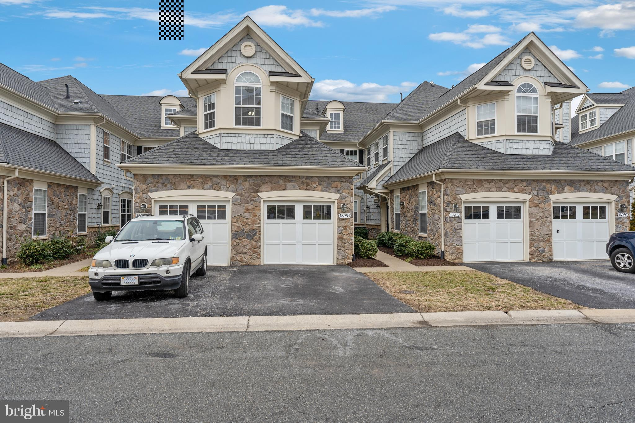 BELMONT BAY GOLF VILLA! ONE OF THE LARGER UNITS, CLOSE TO 2300 SQ.FT. ON 3 LEVELS ! 1 C AR GARAGE,GORGEOUS KITC HEN, 3 BEDROOMS, 3 FBA's, AMENITY RIC H C OMMUNITY, NEAR VRE, NATURALPARKS, TENNIS, SWIMMING POOL, HIKING TRAILS, WATER VIEWS GALORE, CLOSE TO DC!