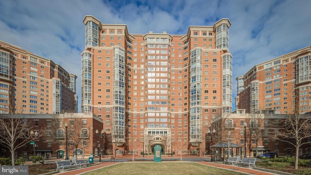 **Exceptional opportunity at the Carlyle Towers** Exclusive 3BR,3FB 2HB, this is two units combined 1810-1811 featuring 2565 SF including 2 glass enclosed balconies & 2 Foyers w 9~ ceilings throughout. Gorgeous views of the Masonic Temple, Downtown DC & Washington Monument. Freshly painted neutral!! Massive LR & DR w Open layout, Separate formal DR. 2nd LR and office. Very spacious w tons of storage. W/D in condo & 2 large garage spcs (2-81 /2-82) + 2 Storage bins(24-25). Secure building w amenities galore!. Original owner is selling AS IS. Great Value for the location, condition & price! Easy access to Metro, Theaters, Restaurants & Shops in Old Town Alexandria.