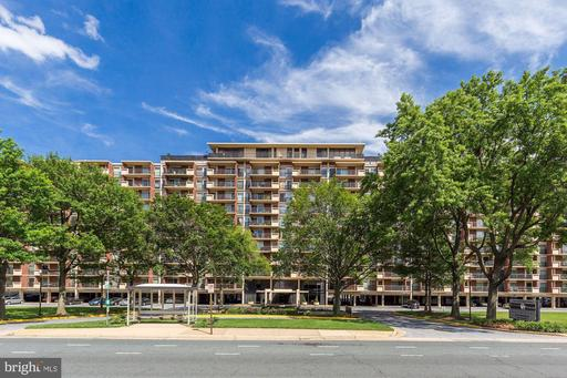 1300 Army Navy Dr #901, Arlington, VA 22202