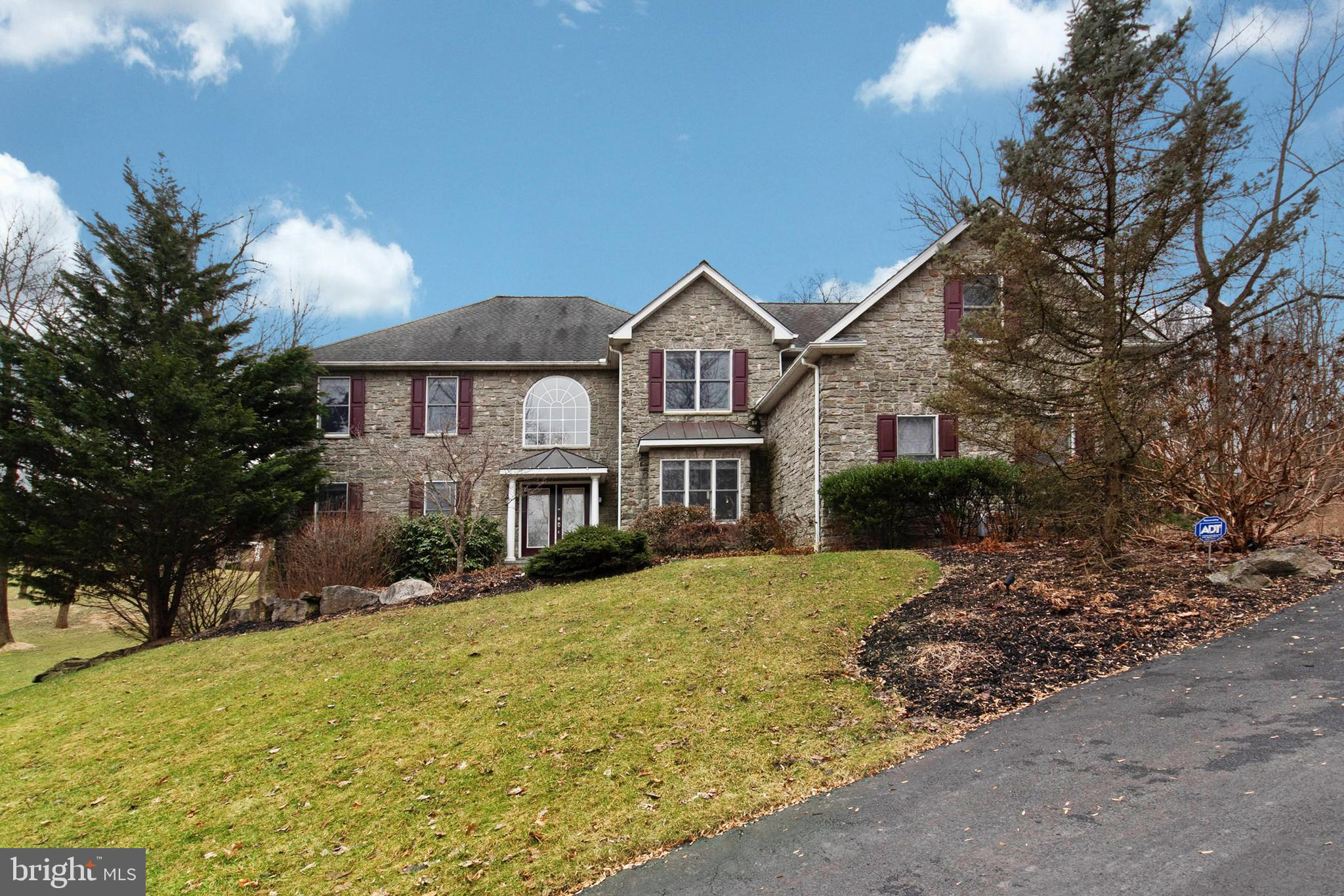 2752 VALLEY VIEW ROAD, HELLERTOWN, PA 18055